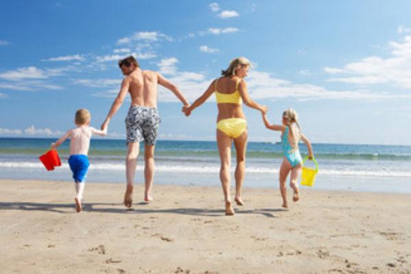 Op het strand met de familie